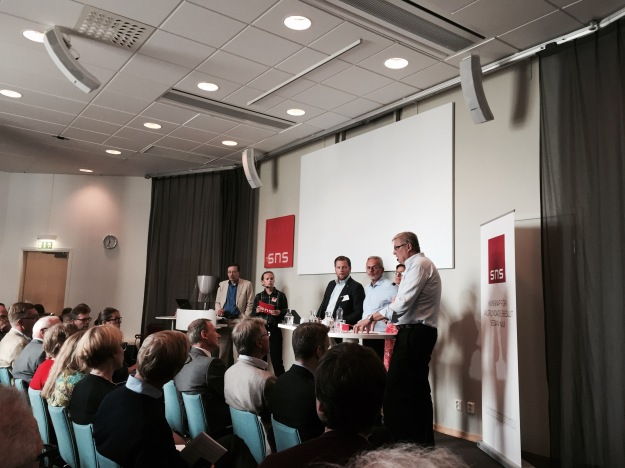 Ekonomiprofessor Lars Calmfors vid SNS-seminarium. Foto: SIX News