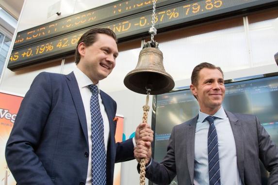 Leo Vegas grundare Gustaf Hagman och Robin Ramm-Ericsson vid börsintroduktionen. Bild: leovegasgroup.com/media