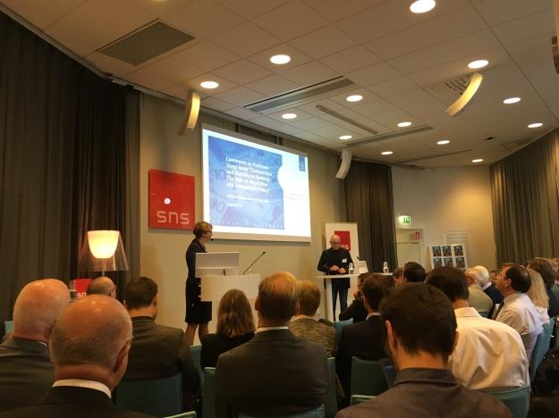 Förste vice riksbankschef Kerstin af Jochnick talar vid SNS-seminarium om bankreglering. Foto: SIX News